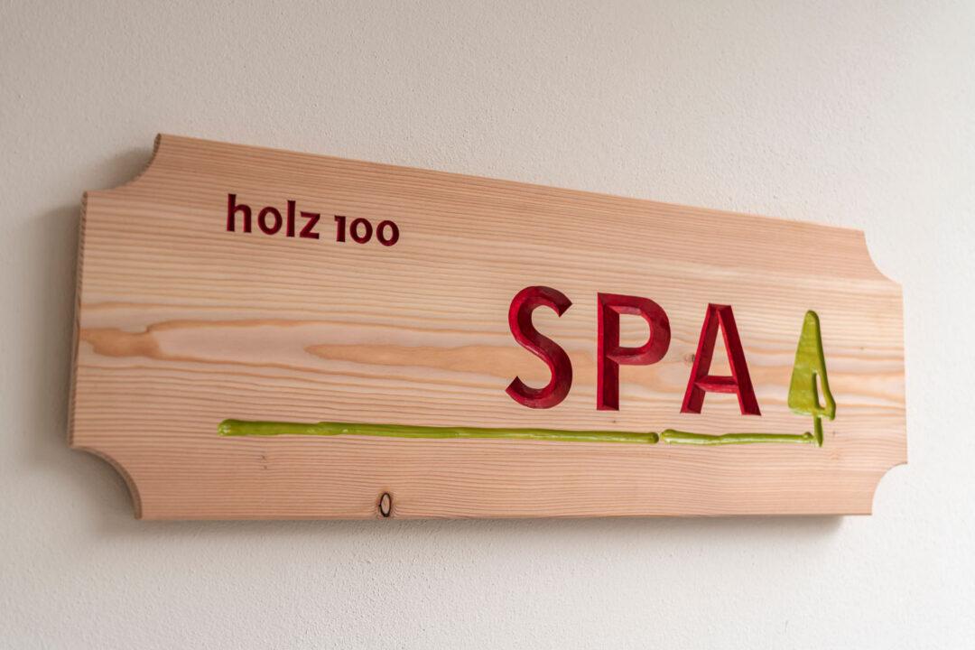 Holz100 | Mondholz | Holzbau | Massivholz | Vollholz | Elementbau | Schweizerholz | leimfrei | chemiefrei | Baubiologie | Bauökologie | Generalunternehmer | ökologisch bauen | Permakultur | Erwin Thoma | Thoma Haus | SPA | Ferienwohnung