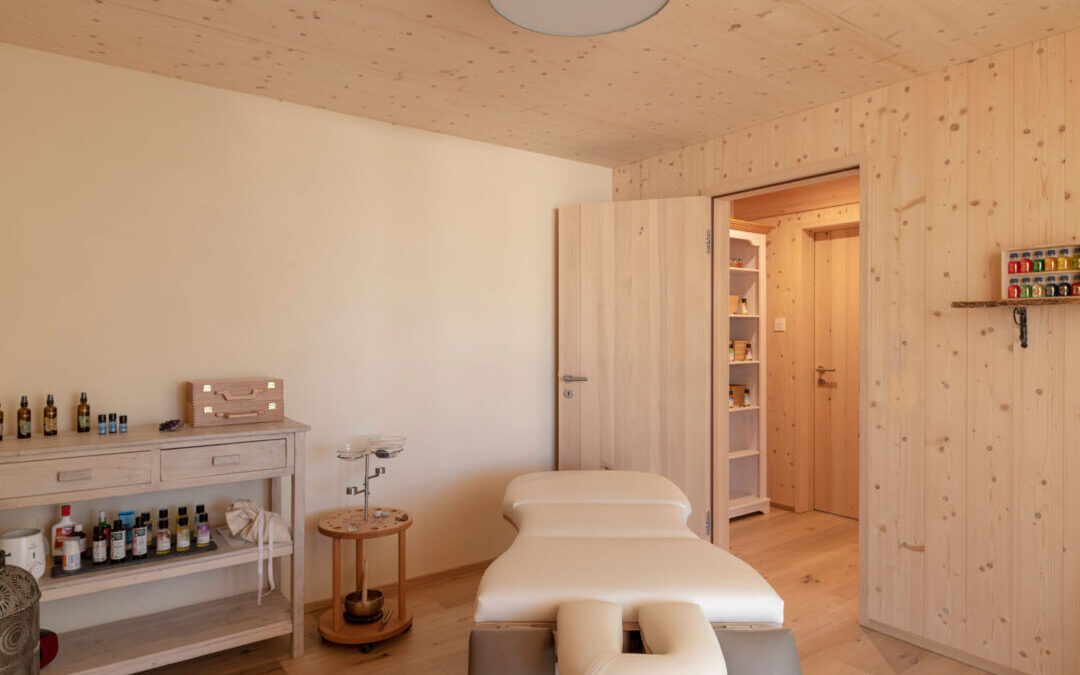 Massagepraxis in Holz100